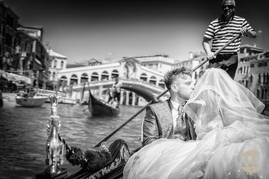 Intimate Venice Wedding Photographer. Summer Elopement in Italy. Civil Ceremony. Gondola Ride. Destination Wedding Photography