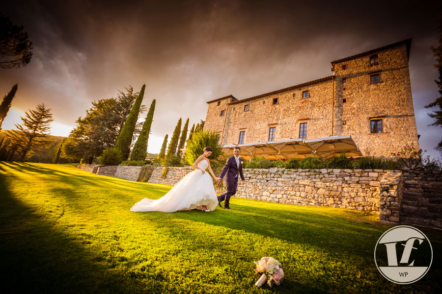 Tuscany wedding photographer. Destination wedding Italy. Florence, Siena, Chianti. Castello Spaltenna.