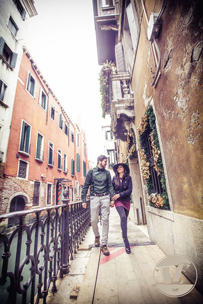Venice surprise proposal photographer. Destination couple, engagement, pre wedding photo shoot in Italy
