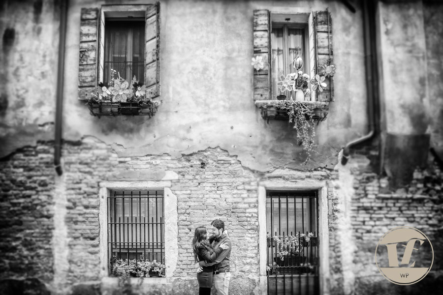 Venice surprise proposal photographer. Destination couple, engagement, pre wedding photo shoot in Italy