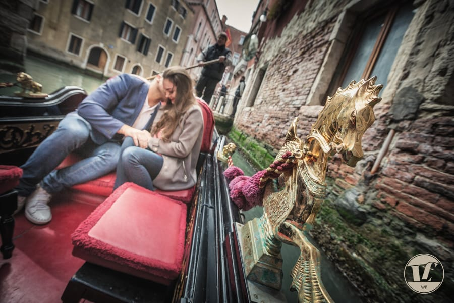 Venice gondola surprise proposal under the Bridge of Sighs. Luca Fabbian engagement photographer in Venice, Italy