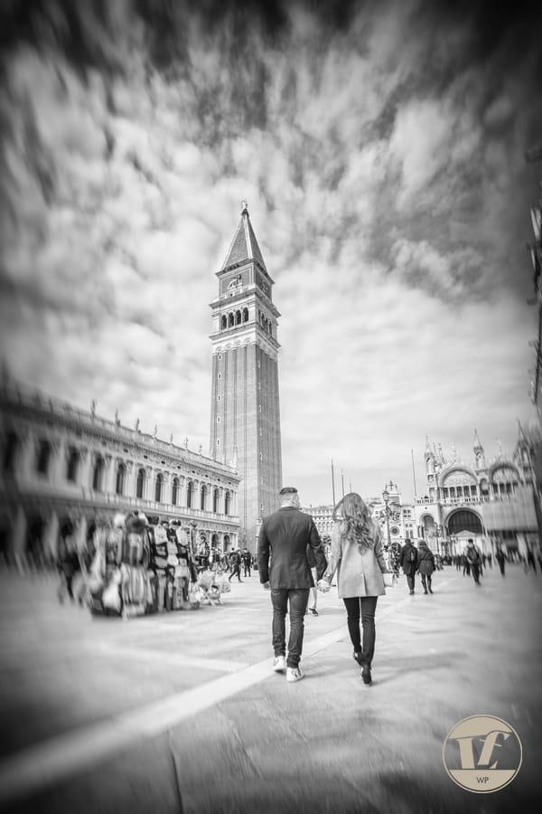 Venice gondola surprise proposal under the Bridge of Sighs. Luca Fabbian engagement photographer in Venice, Italy