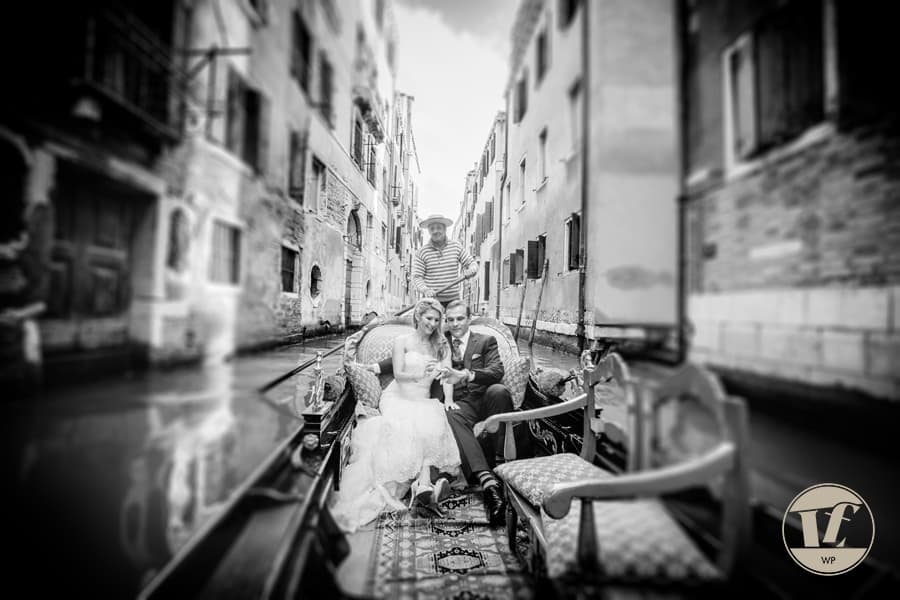 wedding photographer venice italy - gondola ride