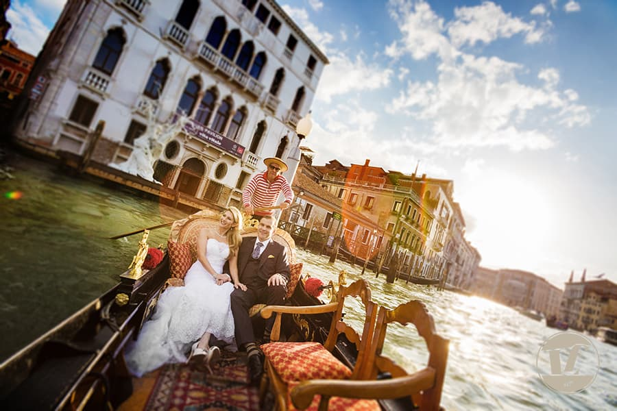 wedding photographer venice italy - grand canal gondola ride