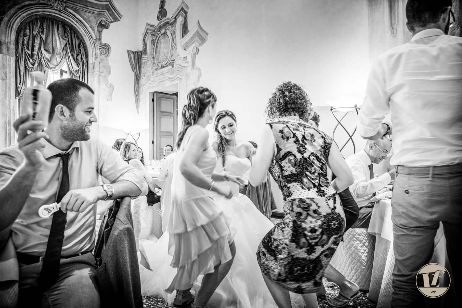 italian documentary wedding photographer