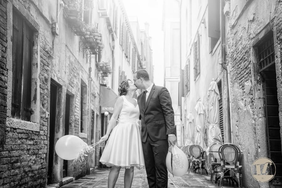 newlyweds in venice italy