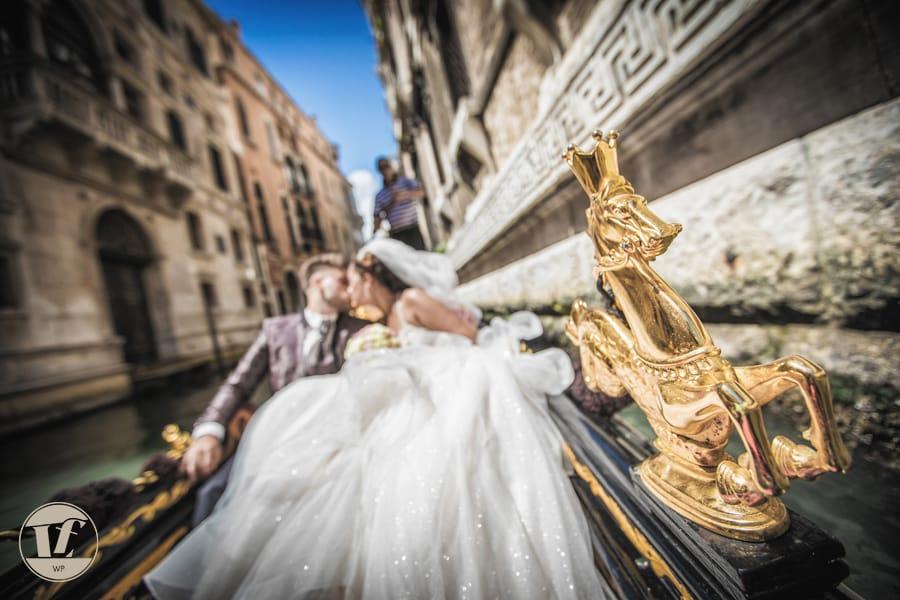 gondola venice wedding photoshoot