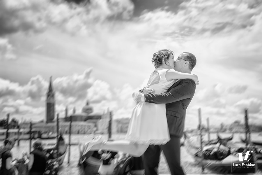Italy wedding photographer. Couple in Venice