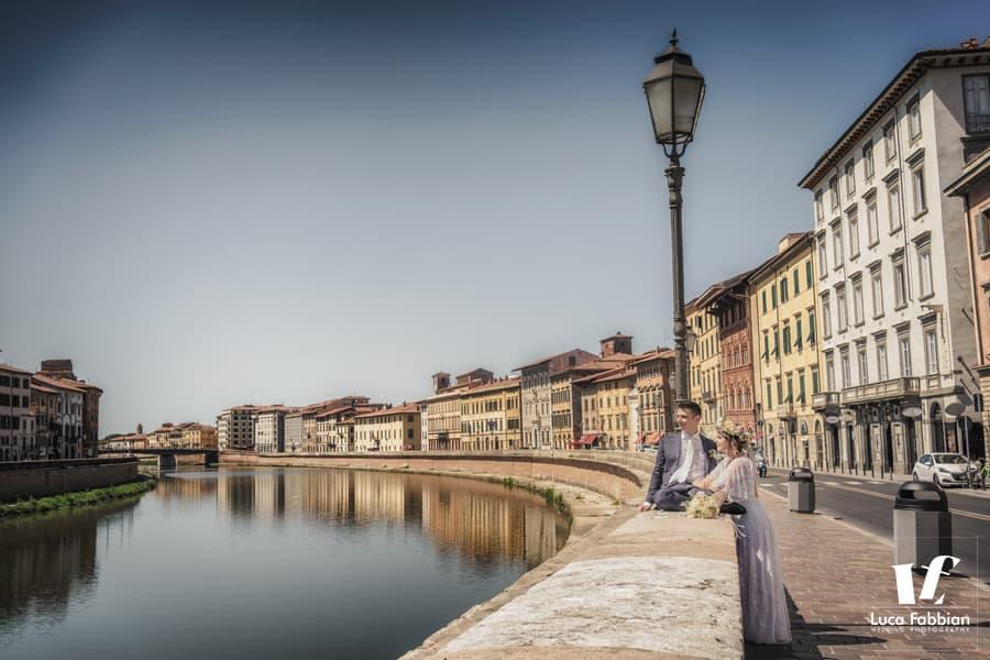 wedding photoshoot on the Lungarno of Pisa