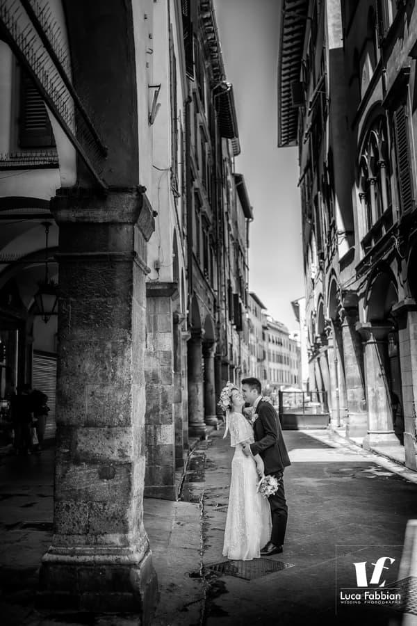 wedding photoshoot on the streets of Pisa